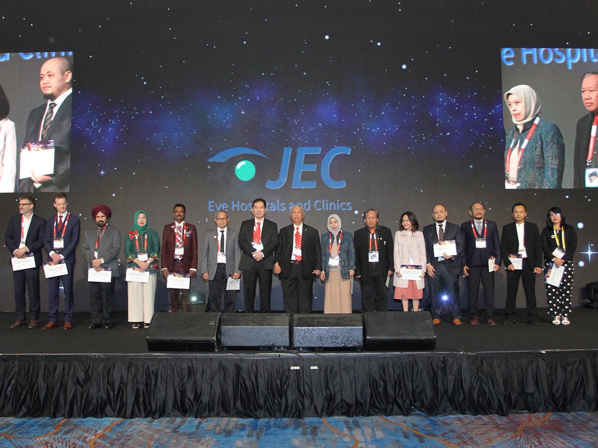 JEC, Rumah Sakit spesialis mata dengan standar layanan internasional, kembali menggelar ajang tahunan berkelas internasional JECIM (JEC International Meeting) ke-4