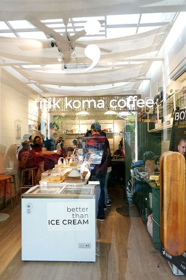 Titik Koma Coffee