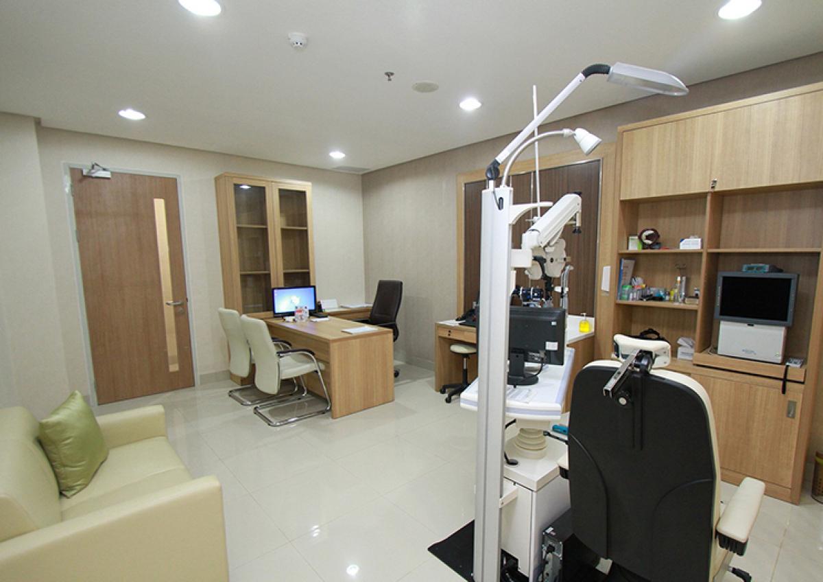 Doctors' Room