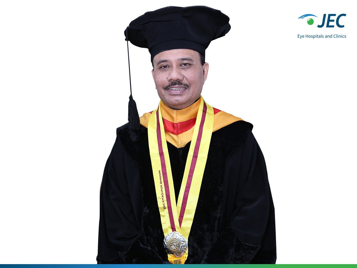 Penerimaan Gelar Doktor Kepada Dr. Waldensius Girsang, Sp.M(K) Dari Fakultas Kedokteran, Kesehatan Masyarakat, Dan Keperawatan Universitas Gadjah Mada